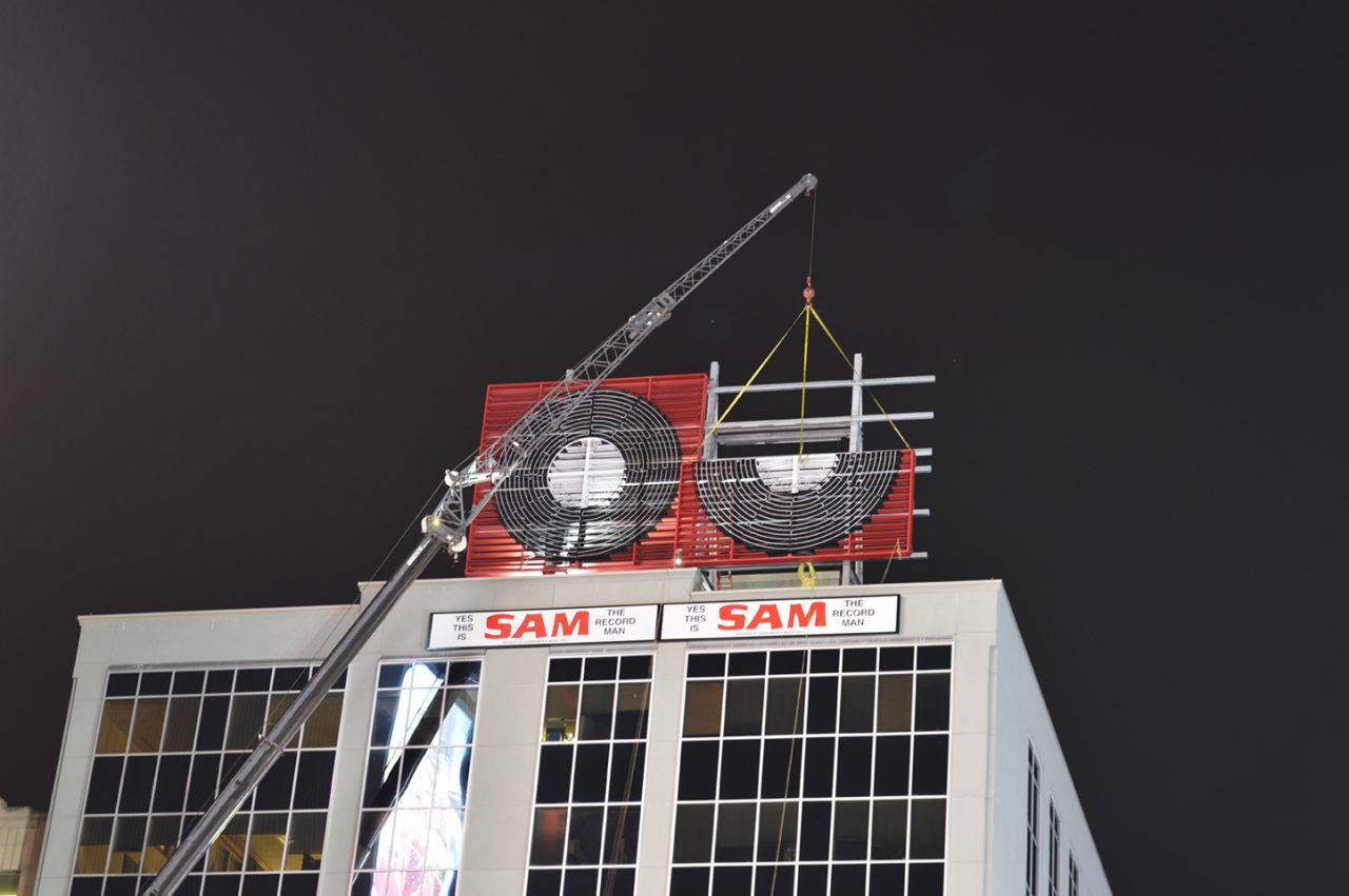 Removal of Toronto's Sam the Record Man sign