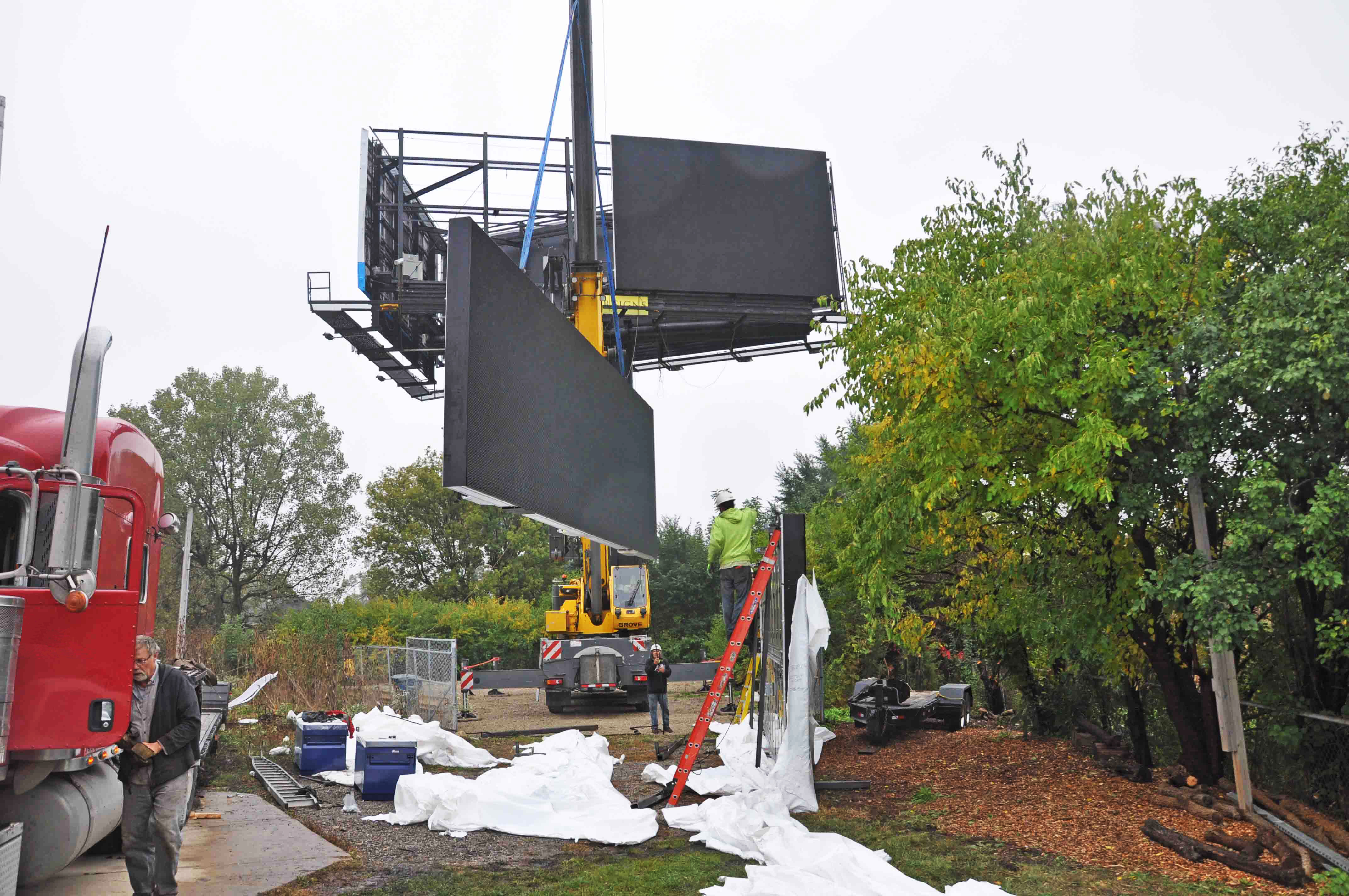 Installation of a double-sided Vee shaped LED billboard in Chicago, IL