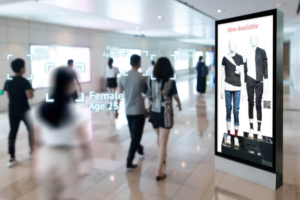 Interactive Artificial Intelligence Digital Advertisement in Retail Shopping Mall.