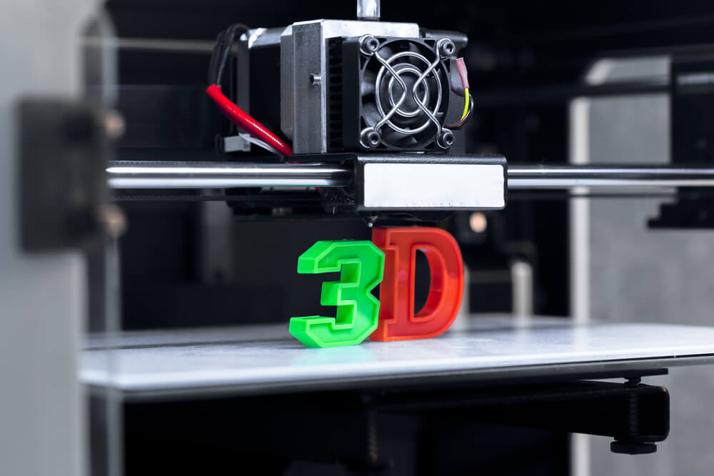 3d Printer With Finished 3d Letters
